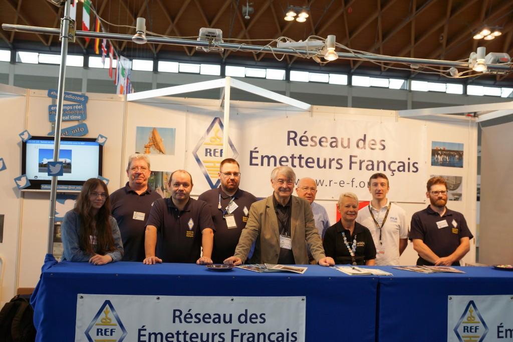 De gaucle à droite : Floriane F4HSD, Jean-Pierre F5AHO, Jean-Luc F1ULQ, Charles F1TZV, Lucien F1TE, Gilles F1AGR, Christine F4GDI, Christian F5UII, Stépahen F4AKU